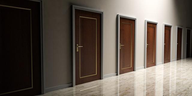 Veľa dverí vedľa seba, voľba